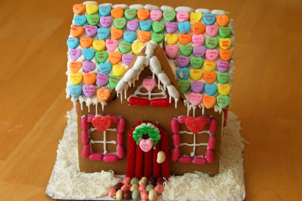 valentine-gingerbread-house-024