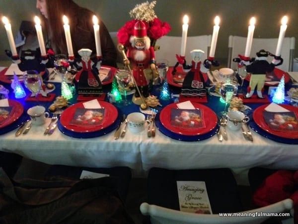 1-#christmas #table #decorations #decorating ideas #diningroom-006