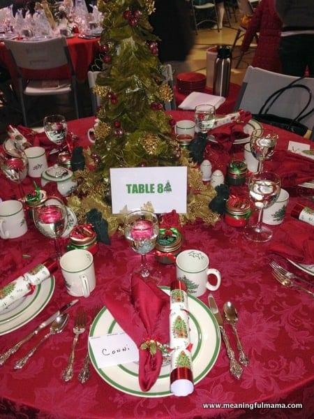 1-#christmas #table #decorations #decorating ideas #diningroom-007
