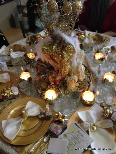 1-#christmas #table #decorations #decorating ideas #diningroom-010