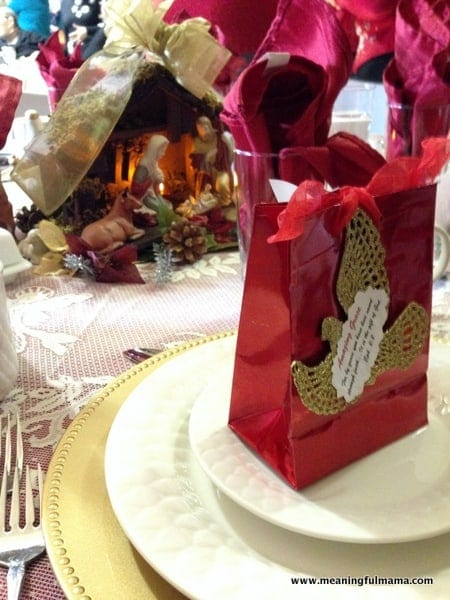 1-#christmas #table #decorations #decorating ideas #diningroom-011