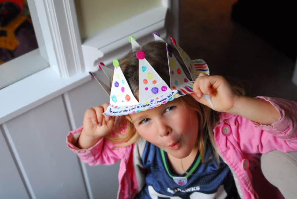 1-#paper plate crown #cubbies bear hug 10 #AWANA crafts-023