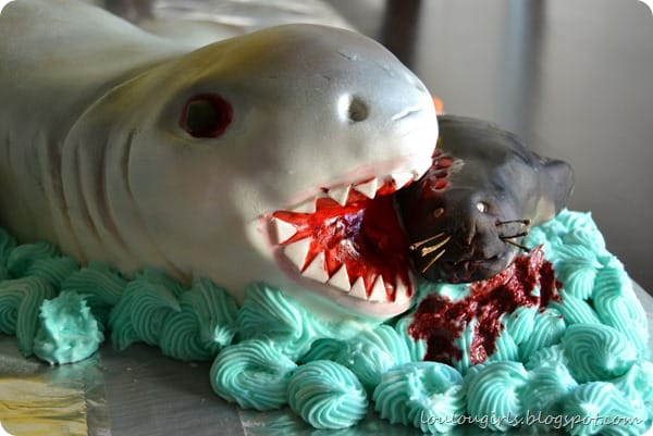 shark-cake-eating-seal_thumb[1]