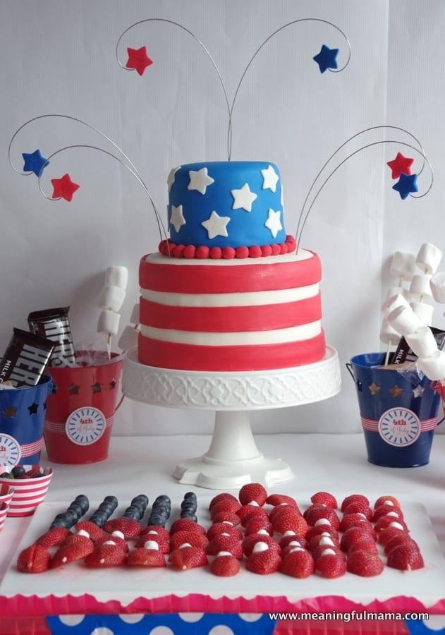 Fourth of July Mini Cakes - Meaningfulmama.com says: