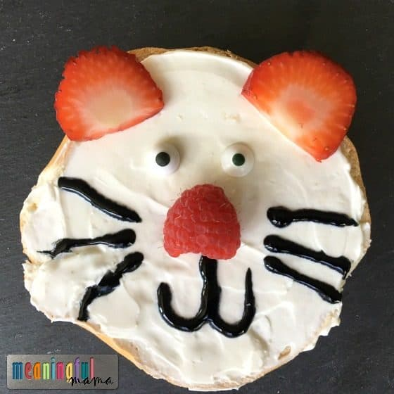 creative-breakfast-bagels-for-kids-tiger