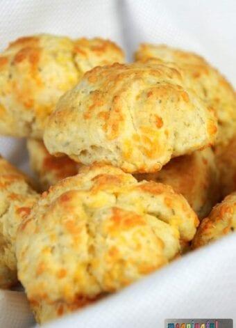 Cheddar, Garlic & Oregano Buttermilk Biscuit Recipe