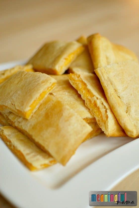 crescent-cheddar-cheese-bites-sargento-cheese