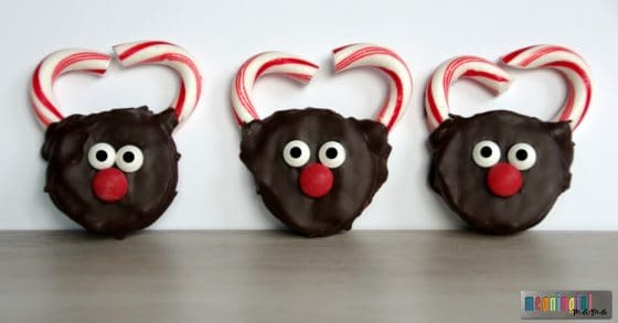 hand-dipped-reindeer-oreos-for-christmas