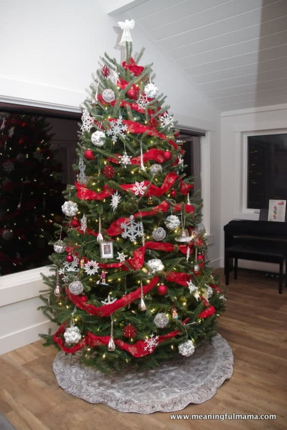 1-christmas-tree-2016-red-silver-white-nov-27-2016-10-49-pm