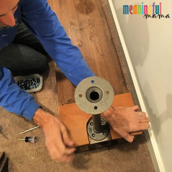 template for DIY Industrial Pipe Walk-In Closet