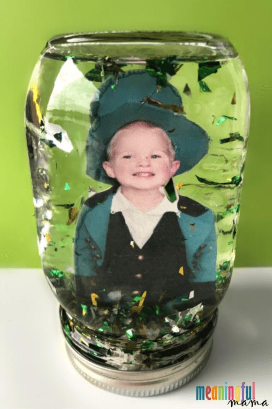 DIY St. Patrick's Day Glitter Globe